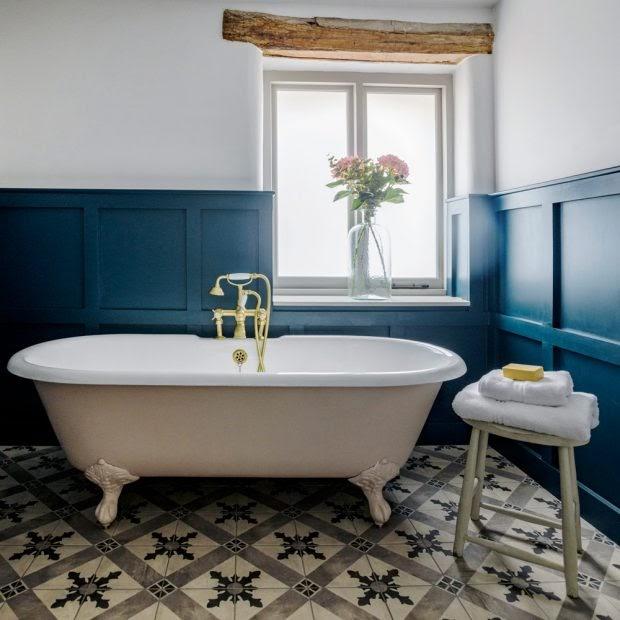Sử dụng bồn tắm có chân cổ điển